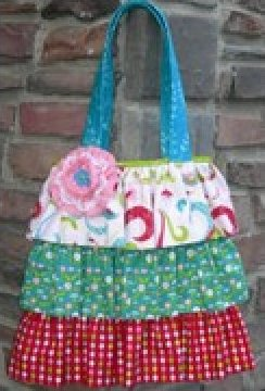 The Maggie Bag Pattern by Karen Bennett - 3 sizes -NN312