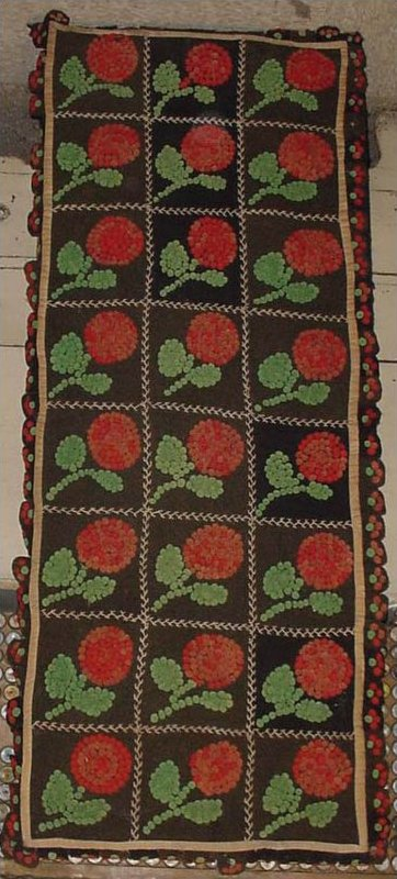 PENNY MAT OF 3-D RED FLOWERS IN SQUARE GRID