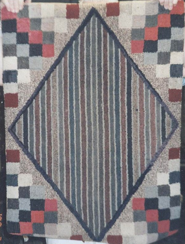 STRIPED DIAMOND| STEPPED SQUARES CORNERS