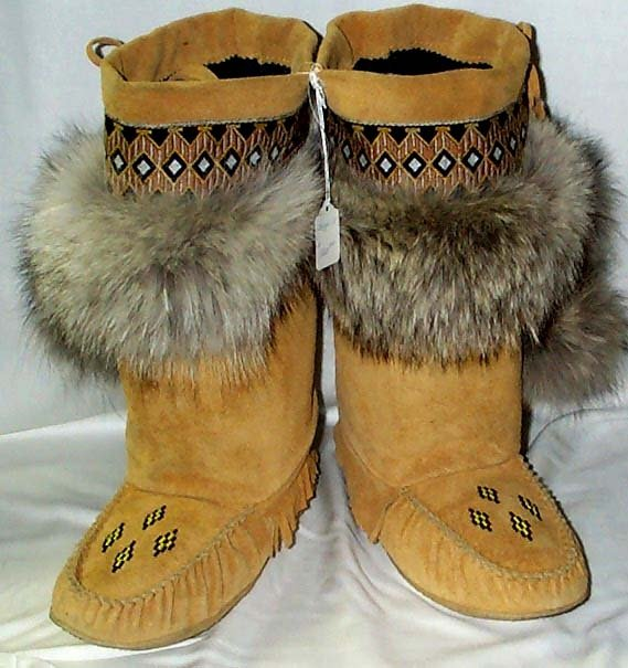 how to tell mens mukluks from womens
