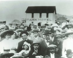 Hot Sulphur Springs Fish Fry Crowd (Park Hotel) - 1912