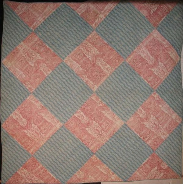 TOILE ONE-PATCH ON POINT ANTIQUE QUILT