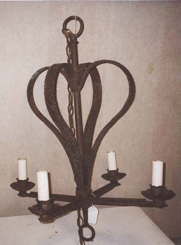 IRON VINTAGE HANGING LIGHT FIXTURE makes double hearts