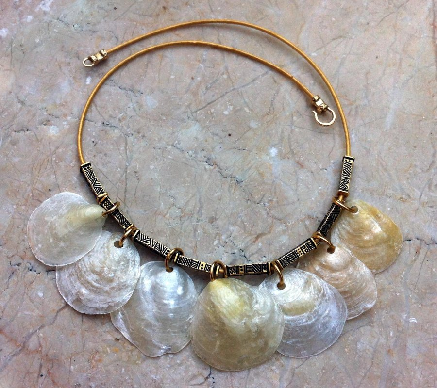 JINGLE SHELL <br />NECKLACE