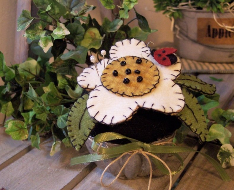 Ladybug Pincushion Wool KIT