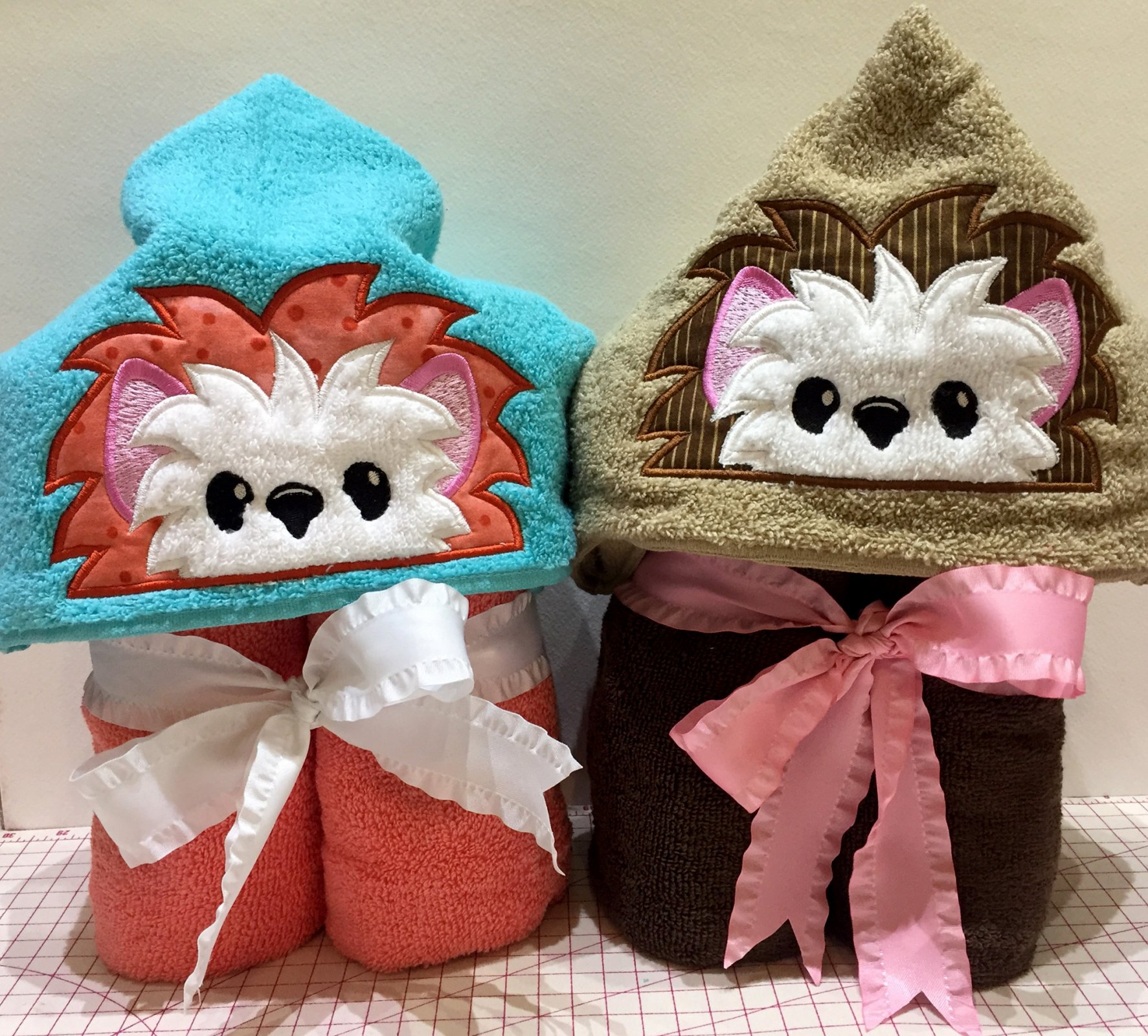 Hedgehog Peek-a-boo Hoodie Towel download
