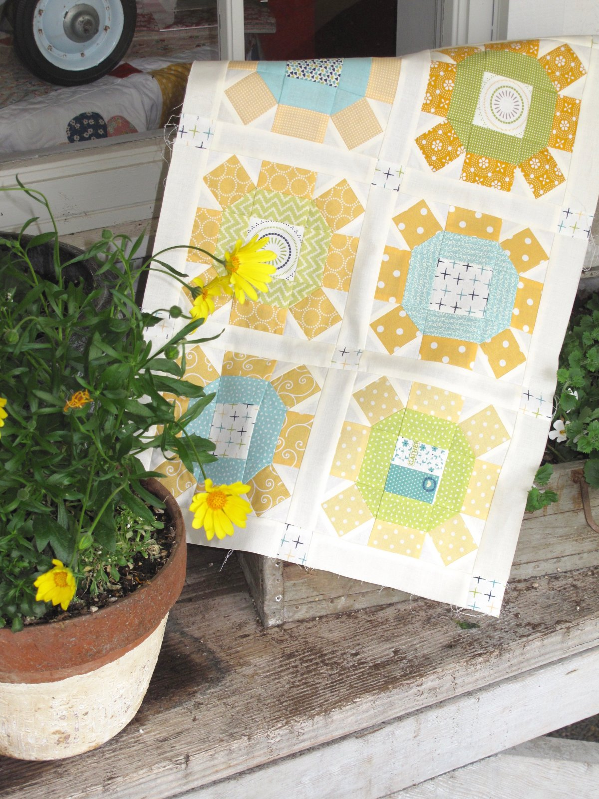 Sunny Sunday Supper Table Runner Kit