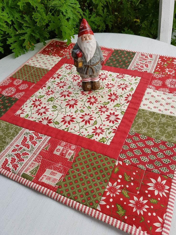 'Christmas Cheer' Table Centre Pre-cut Kit