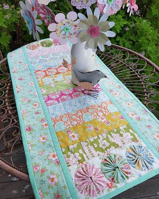 'Bee Beautiful' Pre-cut Table Runner Kit