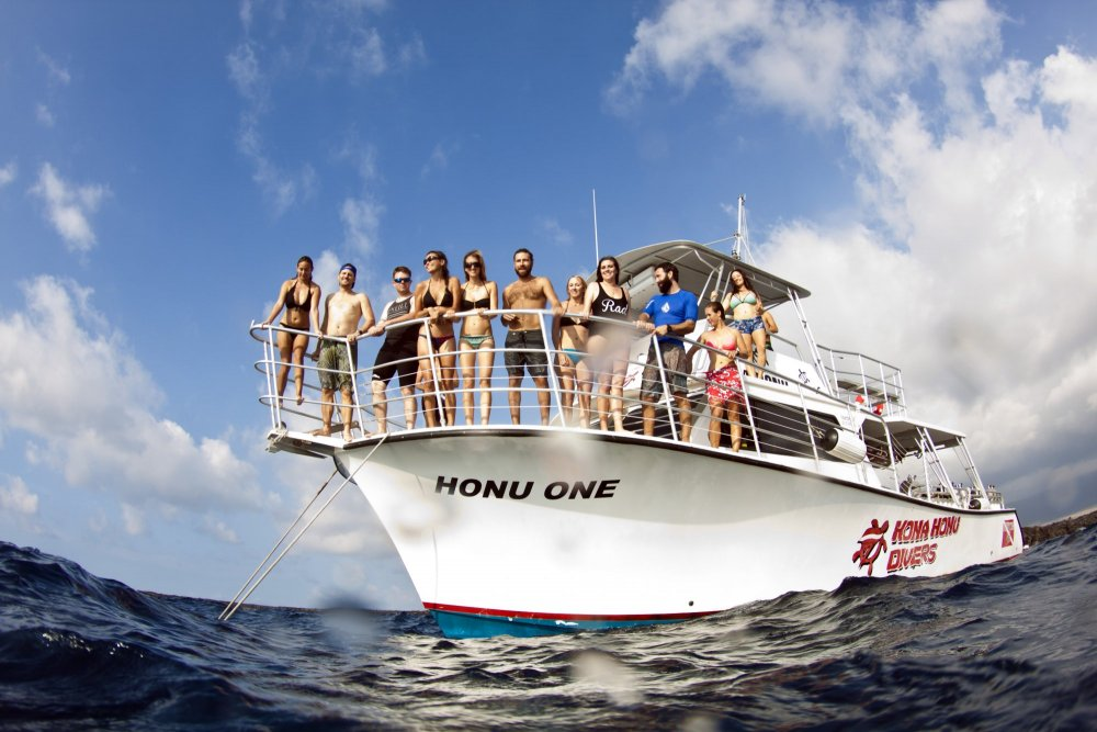 charter a custom dive boat in kona hawaii