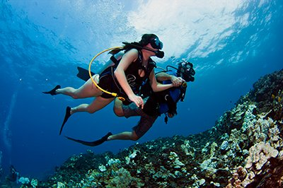 discover scuba divers trying scuba diving for the first time