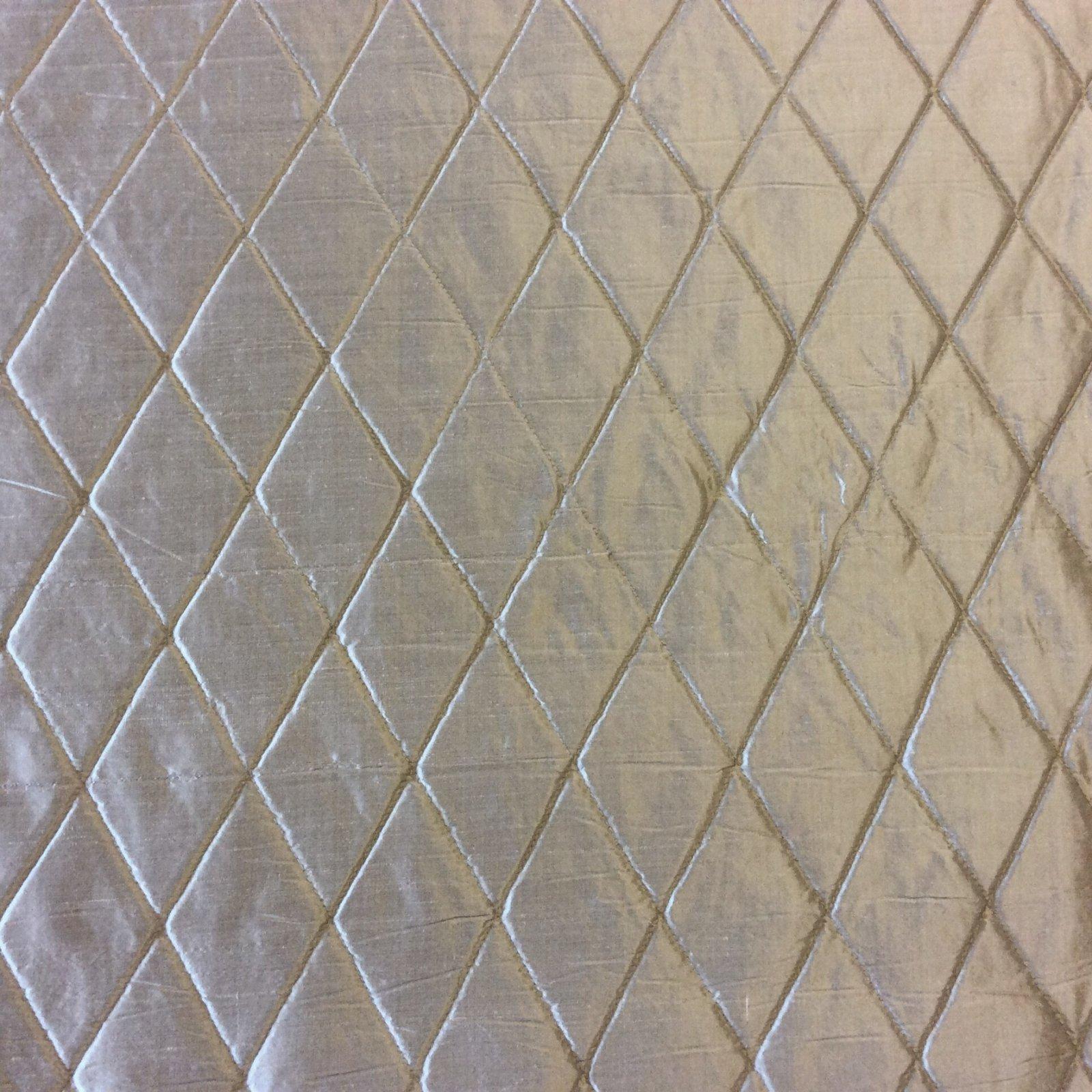 Hd87 Nl261 Platinum Grey Harlequin Quilted Silk Fabric