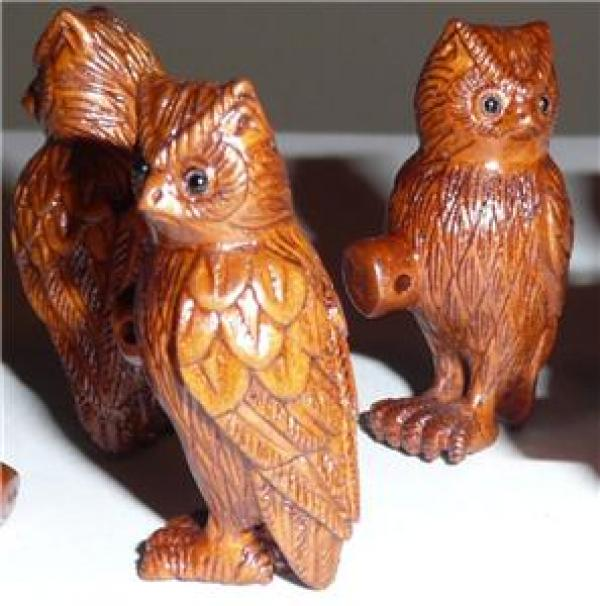 Carved boxwood owl button