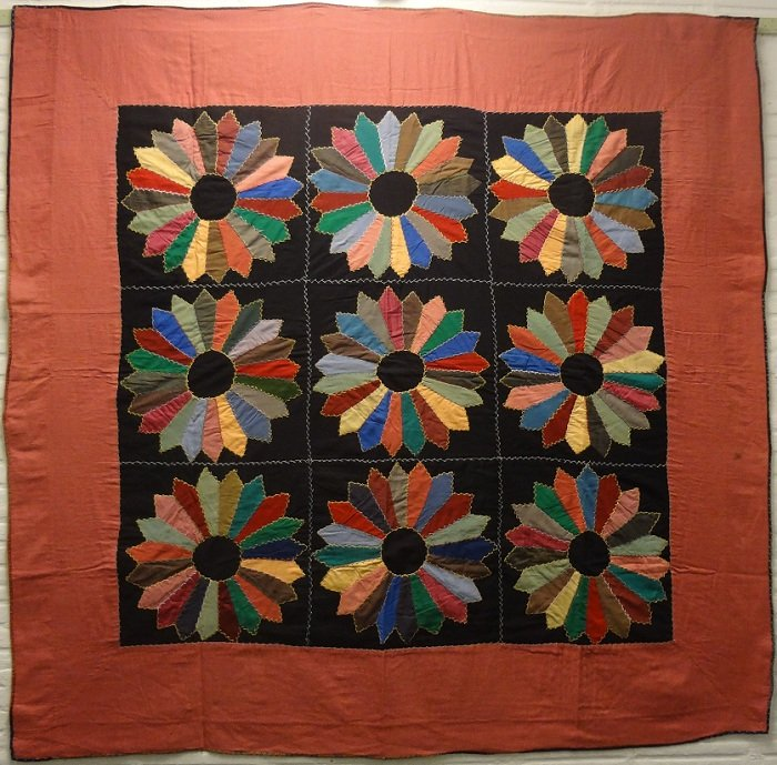 DRESDEN PLATE MENNONITE WOOL ANTIQUE PIECED QUILT
