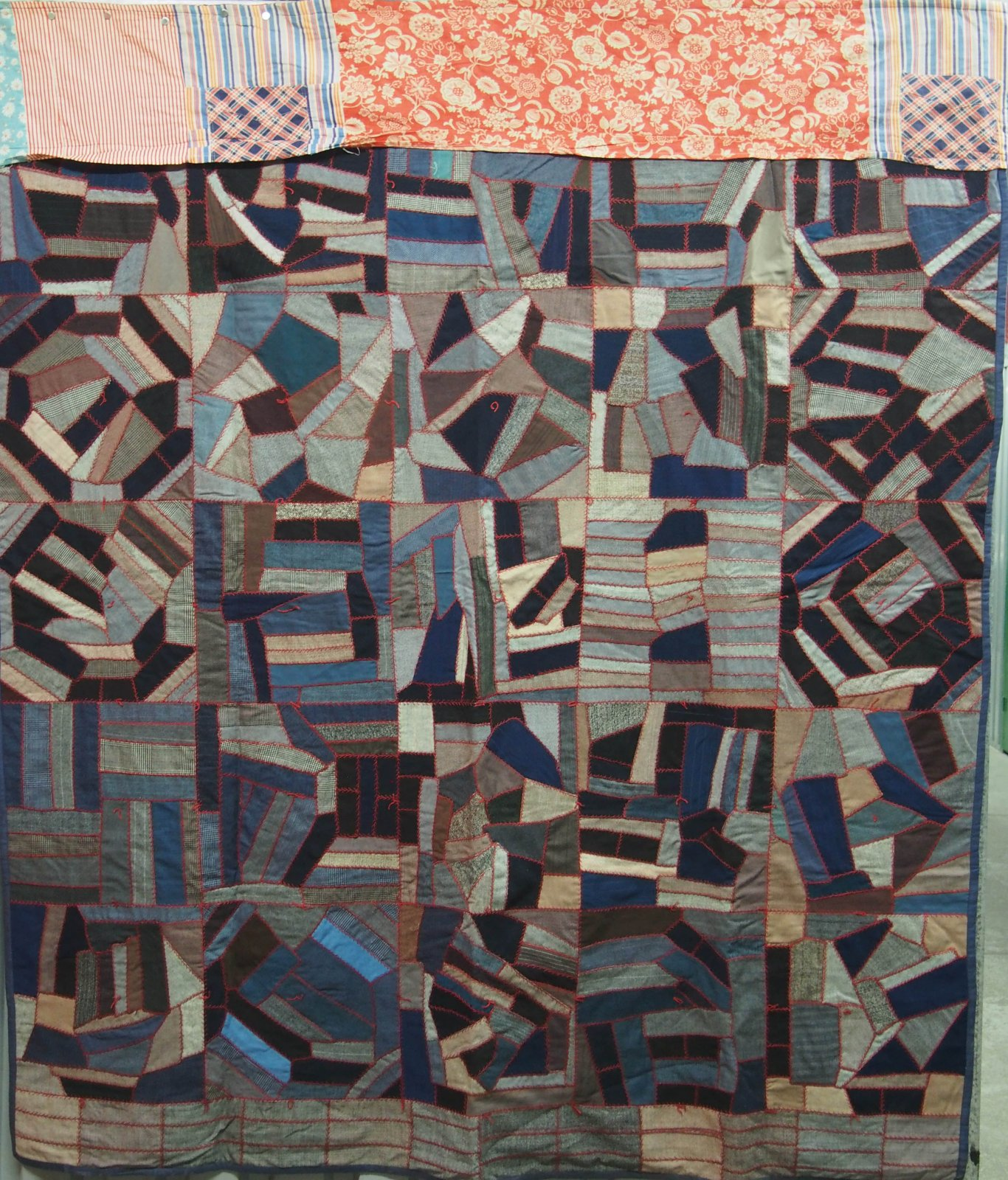 CRAZY SUITING 25 BLOCK ANTIQUE QUILT