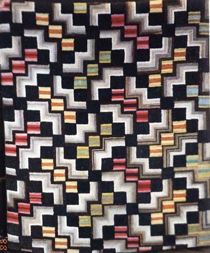 SINGLE CHAIN AROUND OMBRE'D SQUARES